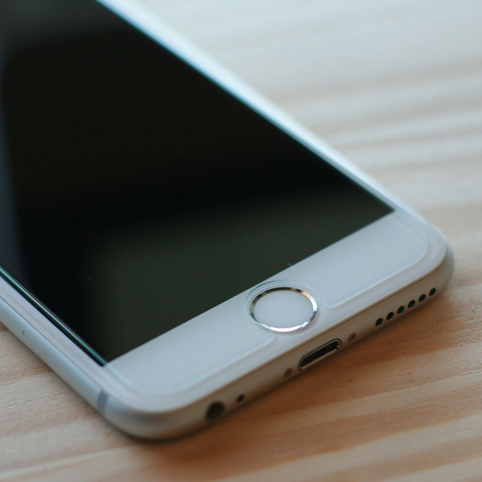iPhone6S 強化ガラス液晶保護フィルム装着